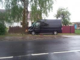 Под Черняховском «Мерседес» врезался в дерево: погибла 65-летняя пассажирка