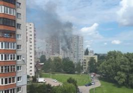 На улице Судостроительной в Калининграде загорелась квартира в многоэтажке