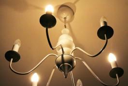 Житель Калининграда запер в квартире энергетиков, отключивших свет из-за долга