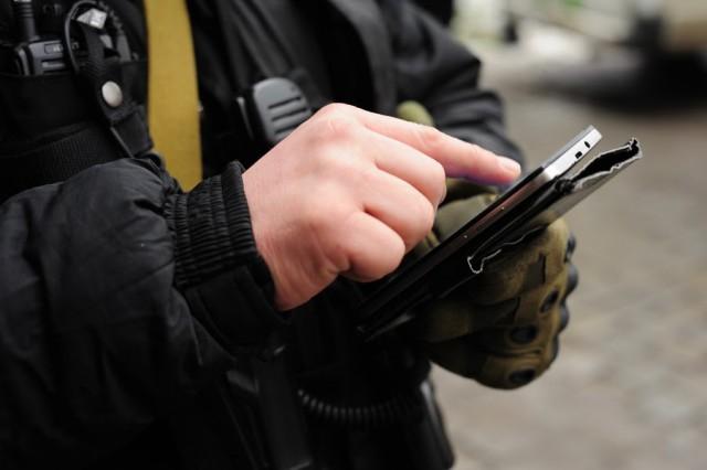 Гражданин Калининградской области отыскал телефон синтимными фото ишантажировал романическую пару