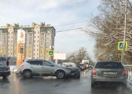 Проспект Мира встал в пробке из-за ДТП на перекрёстке с улицей Красносельской
