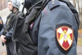 Сотрудники Росгвардии задержали в Калининграде мужчину, который пинал ногами чужую машину