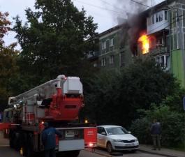 В центре Калининграда загорелась квартира в пятиэтажке