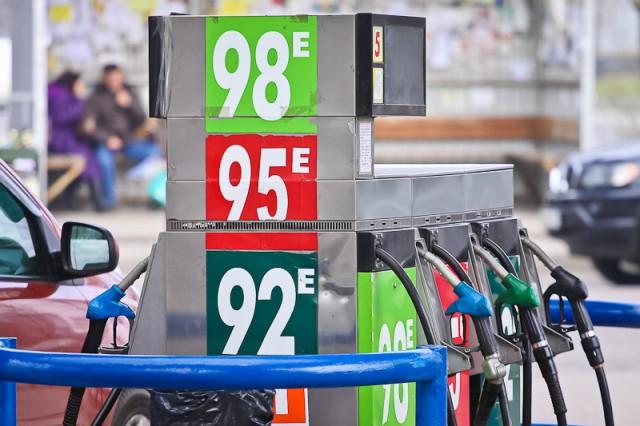 С 1 апреля в России поднимутся акцизы на бензин и дизельное топливо