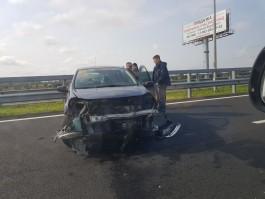 На Приморском кольце автомобиль влетел в отбойник