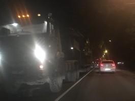 Колонна военной техники с танками заблокировала движение по улице Емельянова в Калининграде