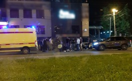На Московском проспекте автомобиль вылетел на тротуар и сбил двух 18-летних калининградцев