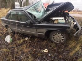 Под Калининградом «Мерседес» врезался в дерево: пострадала женщина-водитель