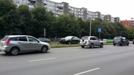 На Московском проспекте в Калининграде автомобиль врезался в ограждение