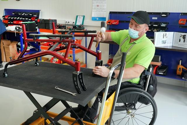 Под Калининградом открыли первую в России фабрику по производству инвалидных колясок с электроприводом