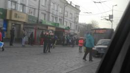 На Ленинском проспекте в Калининграде столкнулись легковушка, автобус и маршрутка