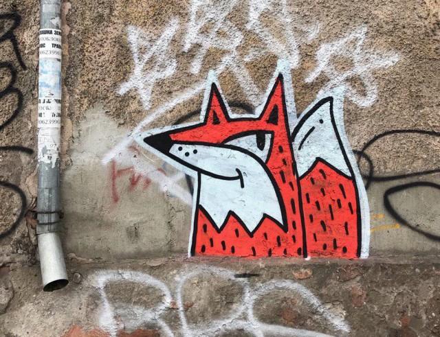 Лисьи граффити в Калининграде.