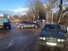 В Калининграде столкнулись БМВ и «Мазда»: пострадала женщина-водитель