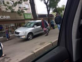 Очевидцы: В Калининграде «Шкода» вылетела на тротуар и сбила пешехода