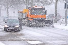 Почему снегоуборочная техника в Калининграде портит машины?