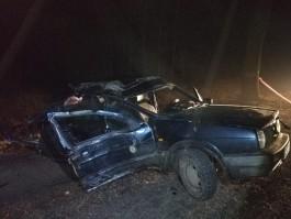 В Краснознаменском округе пьяный водитель «Фольксвагена» влетел в дерево: двое погибших