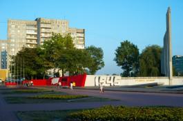 В выходные снесут стелу на Московском проспекте у памятника морякам-балтийцам
