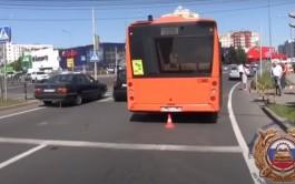 «Ехали на красный»: на Сельме в Калининграде автобус сбил двух детей на самокатах