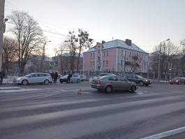 На перекрёстке Невского и Артиллерийской в Калининграде затруднено движение из-за ДТП