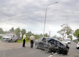 На трассе Калининград — Мамоново лоб в лоб столкнулись БМВ и «Фольксваген»