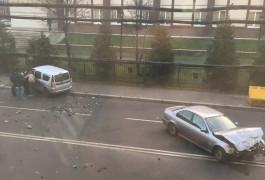 Рядом с прокуратурой на улице Горького столкнулись БМВ и «Лада»