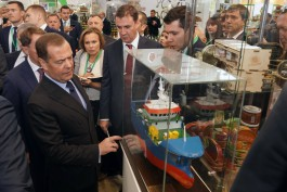 Алиханов попросил Медведева поддержать строительство малых судов для прибрежного лова в области