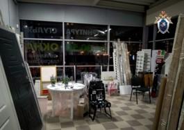 В мебельном магазине в Калининграде на трёхлетнюю девочку упали металлические двери