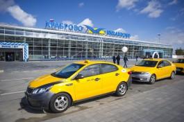 «Высаживают у шлагбаума»: общественники просят расширить доступ такси в аэропорт «Храброво»