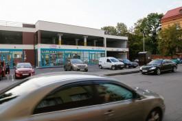 «Стоянка для магазинов»: как двухэтажная парковка на улице Клинической превращается в торговый центр