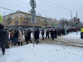 В центре Калининграда проходит несанкционированная акция сторонников Навального