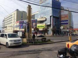 У гостиницы «Калининград» снесли незаконную стелу и убрали остатки шлагбаума