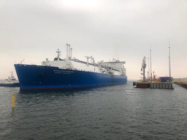 Регазификационное судно «Маршал Василевский» для терминала СПГ прибыло в Калининградскую область