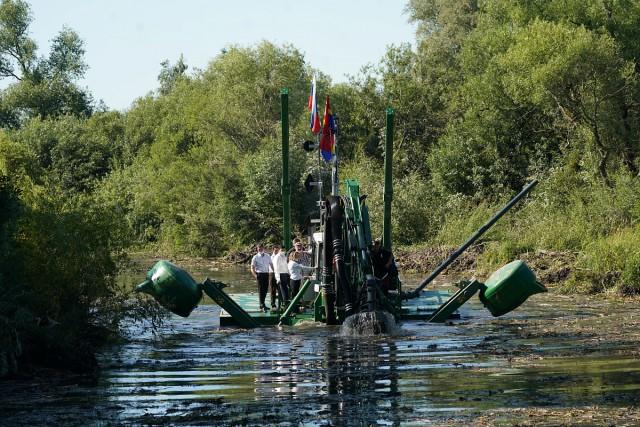 Власти региона купили земснаряд-амбифию за 56,7 млн рублей