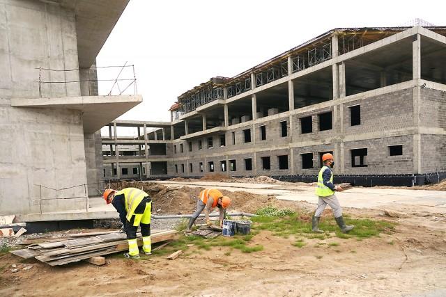 На стройплощадке калининградского онкоцентра работают больше 100 человек