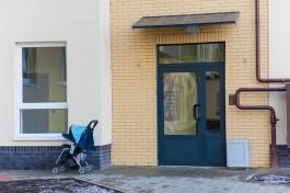 На Ленинском проспекте в Калининграде мужчина украл у соседки детскую коляску
