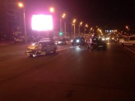На перекрёстке улиц Фрунзе и 9 Апреля столкнулись два автомобиля: образовалась пробка