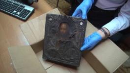 Житель Немана украл 13 тысяч евро и серебряную икону 1812 года, чтобы отремонтировать квартиру возлюбленной