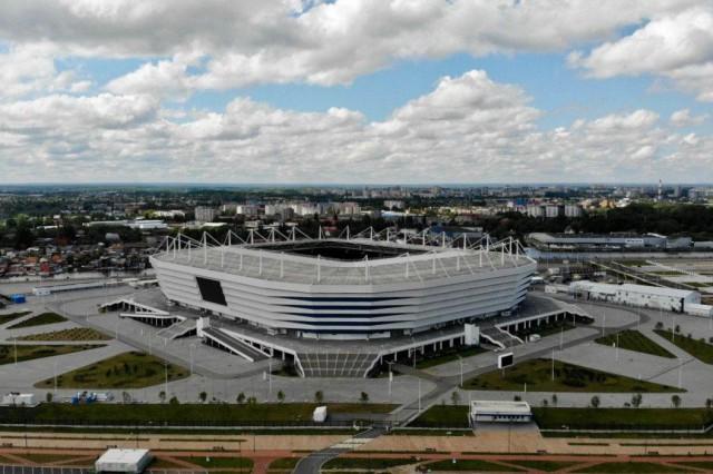 На ремонт трещин и провалов возле стадиона «Калининград» выделили 6 млн рублей