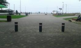 На пешеходных зонах Зеленоградска установили столбы для ограничения въезда