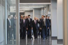 Алиханов рассказал, о чём спрашивал Путин во время осмотра аэропорта «Храброво»