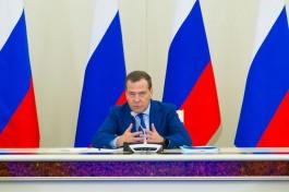 Медведев: У нас новогодние праздники очень длинные — для экономики это плохо