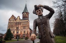 Скульптуру «Добрый Кант» перенесли от ТРЦ «Европа» к Кафедральному собору