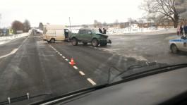 Около посёлка Большаково столкнулись внедорожник и микроавтобус: есть пострадавшие
