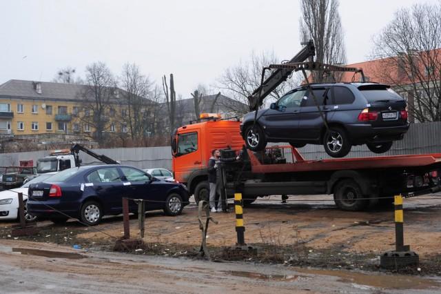 ВПетербурге набульваре Новаторов эвакуатор наехал напенсионера