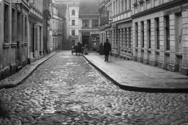 «Когда лучше побыть дома»: почитайте про улицы-призраки нашего города и полюбуйтесь старыми фотографиями