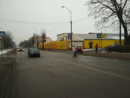 На аллее Смелых в Калининграде «Сузуки» сбил женщину на переходе