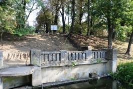 В сквере на ул. Гаражной в Калининграде восстановят ограждение плотины и обустроят смотровую площадку