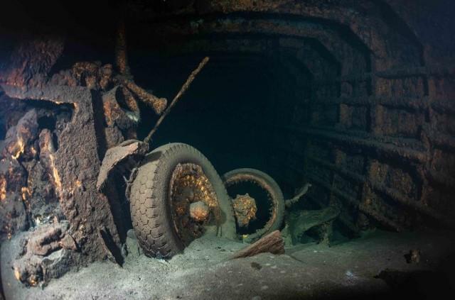 СМИ: Польские водолазы нашли затонувший теплоход, который мог перевозить Янтарную комнату
