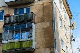 Очевидцы: Женщина выбросила собаку из окна пятого этажа в Прибрежном
