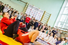 «Ковёр в подарок»: в Мамоново открыли пришкольную секцию по спортивному самбо